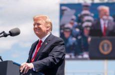 Рейтинг Трампа вырос до рекордной отметки на фоне распространения коронавируса