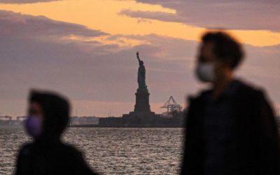 Похоронные бюро Нью-Йорка «превратились в штаб военных действий» из-за коронавируса