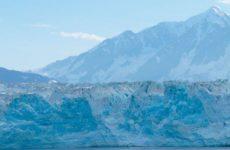 Крупнейший в мире айсберг начал разрушаться