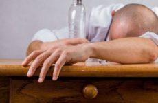 Врач-токсиколог Водовозов рассказал, как вести себя при похмелье