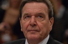 Экс-канцлер ФРГ Шредер назвал бессмысленными антироссийские санкции