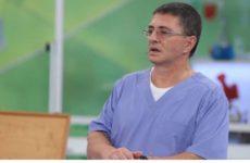 Доктор Мясников сравнил борьбу с коронавирусом с игрой в карты
