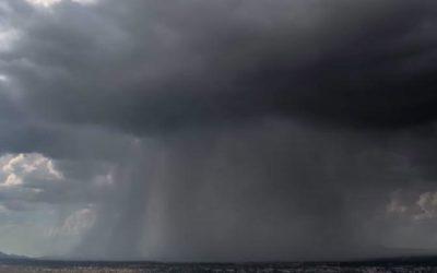 Падение «дождевой бомбы» сняли на видео в США