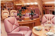Опубликовано фото роскошного убранства самолета Романа Абрамовича
