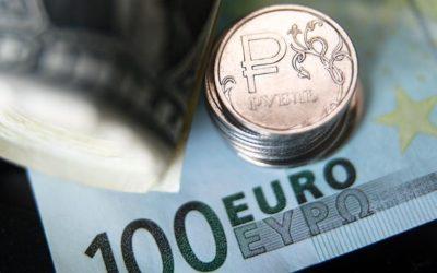 Рубль вырос по отношению к доллару и евро на открытии торгов Мосбиржи