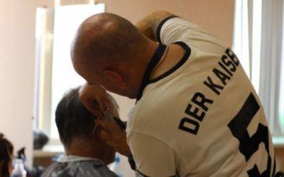 Врач рассказал, как избежать заражения коронавирусом в парикмахерской