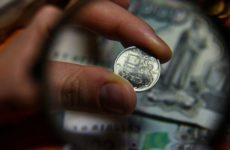 Эксперт рассказал, как на рубле сказалась слабая макростатистика из США