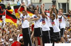 Меркель взяла ответственность за футбол. Чем ответит Путин?