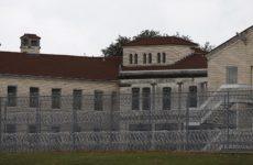 В США впервые за 25 лет из-за беспорядков закрыли федеральные тюрьмы