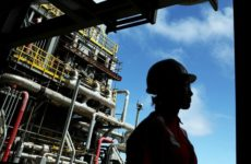 Страны ОПЕК+ договорились продлить сокращение добычи нефти