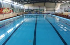 Эксперт предупредил об опасности заражения коронавирусом в бассейне