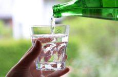 Диетолог рассказала об опасности чрезмерного потребления минеральной воды