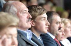В Сети обсуждают вероятную мать младшего сына Лукашенко