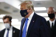 Трамп впервые за время пандемии появился на публике в маске