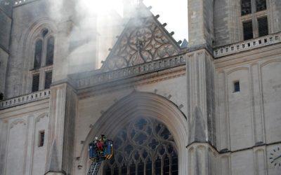 Пожар в соборе Святых Петра и Павла в Нанте уничтожил бесценные реликвии