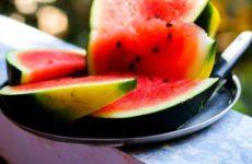 Специалисты объяснили, как правильно выбрать вкусный арбуз и дыню