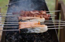 Гастроэнтеролог рассказала, как выбрать безопасное мясо для шашлыка