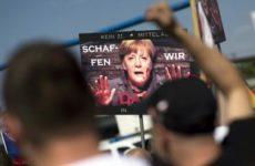 Немцы осознали: Миграционная политика Меркель ведет к расколу Германии
