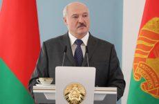 Лукашенко заявил о готовности изменить конституцию Белоруссии