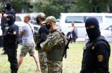 Двух жителей Латвии задержали на акции протеста в Белоруссии