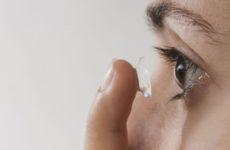 Офтальмолог объяснил, почему нельзя носить цветные линзы вечером