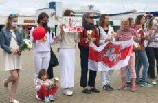 В Минске женщины встали в живую цепь длиной в 1 км