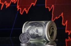 Курс доллара поднялся до 76 рублей впервые с 22 апреля