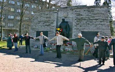 Таллин осенило: Скандал вокруг сноса «Бронзового солдата» тоже устроили российские офицеры