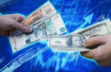 Экономист Бахтин предостерег россиян от вложений в валюту