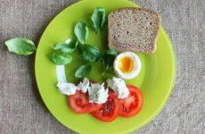 Диетолог рассказала, каким должен быть идеальный завтрак школьника