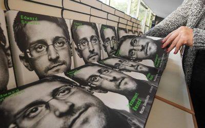 Сноуден согласился выплатить США 5 млн долларов c продажи своей книги и выступлений