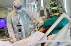 Перечислены болезни, которые ухудшают состояние пациентов с COVID-19