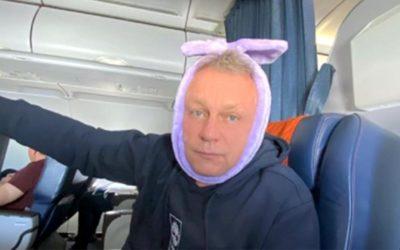 Стюардесса во время полета удалила зуб Сергею Жигунову