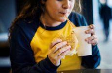 Названы страшные последствия истощения и ожирения у детей