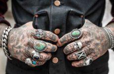 Ученые назвали опасность татуировок