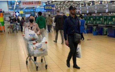 Врач назвал необычный способ защититься от коронавируса в магазине