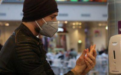 Дерматологи рассказали, как сохранить руки при использовании антисептика