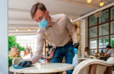 Вирусолог оценил возможность заразиться коронавирусом через одежду и продукты
