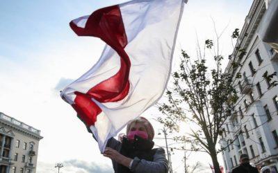 Колонны протестующих стягиваются в центр Минска