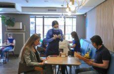 Врач оценил вероятность заражения коронавирусом в кафе