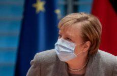 Меркель предупредила о возможности третьей волны коронавируса