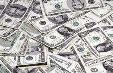 Хазин рассказал об опасности для валютных вкладов россиян