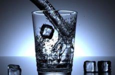 Исследователи объяснили способность воды влиять на психику человека