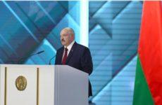 Белый шпиц на столе Лукашенко удивил гостей президента из России