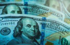 Доллар оказался под ударом из-за угрозы США отключить Россию от SWIFT