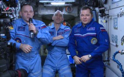 Космонавты из США начали «подкармливать» российских коллег на МКС