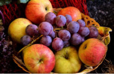 Полезные свойства яблок можно определить по их цвету
