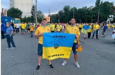 Болельщиков не пустили на матч с флагом с надписью «Крым — это Украина»